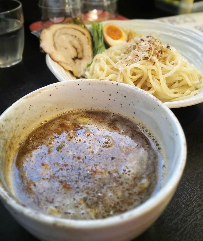 「煮干し豚骨醤油つけ麺」 麺屋シロサキ(読谷村字喜名)