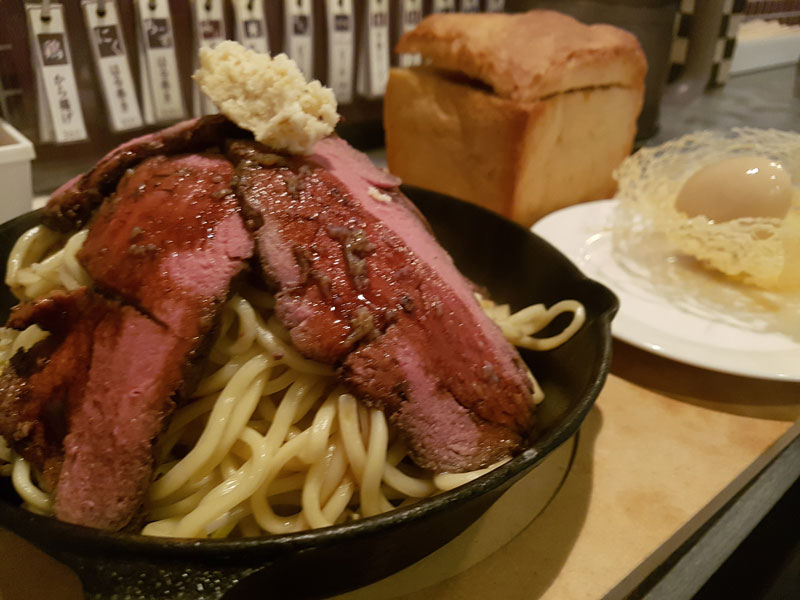 「鉄パン ローストビーフつけ麺」 鶏だし工房Garyu-ya(沖縄市)