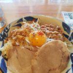 「汁無しG麺+納豆トッピングが6周年記念の感謝DAYで500円!」麺道くろとん(南風原町津嘉山)
